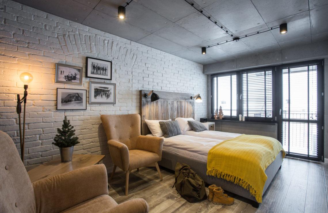Płytki Stara Cegła MILKE kolor biały w mieszaniu w sypialni