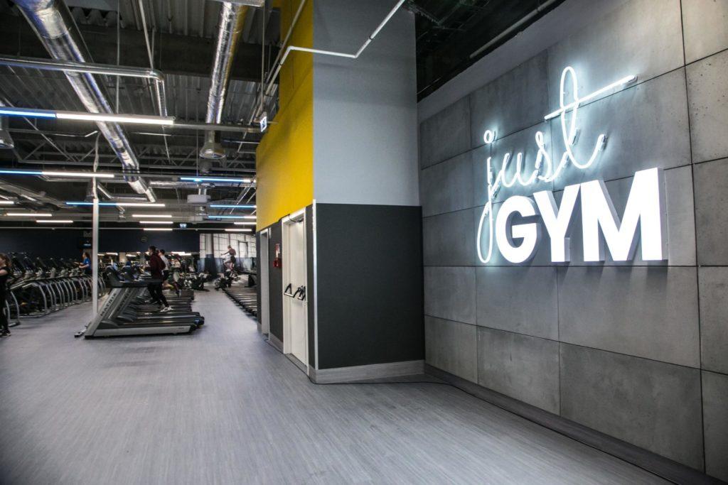Płyty betonowe GRC MILKE w klubie sportowym Just Gym