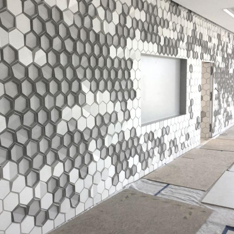 Kafle 3D HEXO z betonu architektonicznego - MILKE - TEKT Concrete - wnętrza Olimp Laboratories