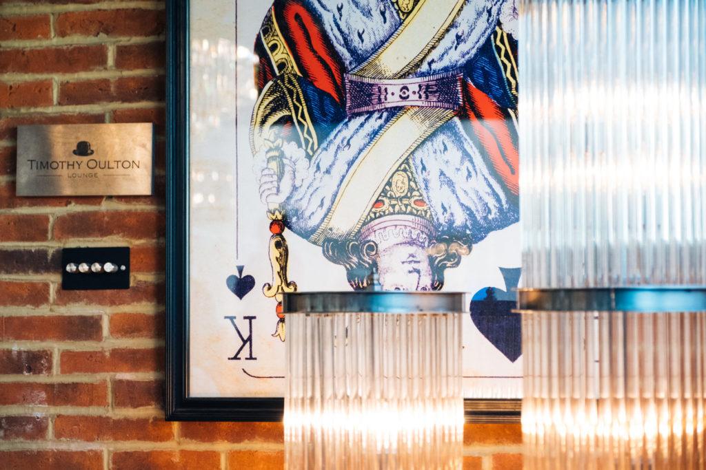 Płytki Stara Cegła MILKE kolor naturalny na ścianie w kawiarni